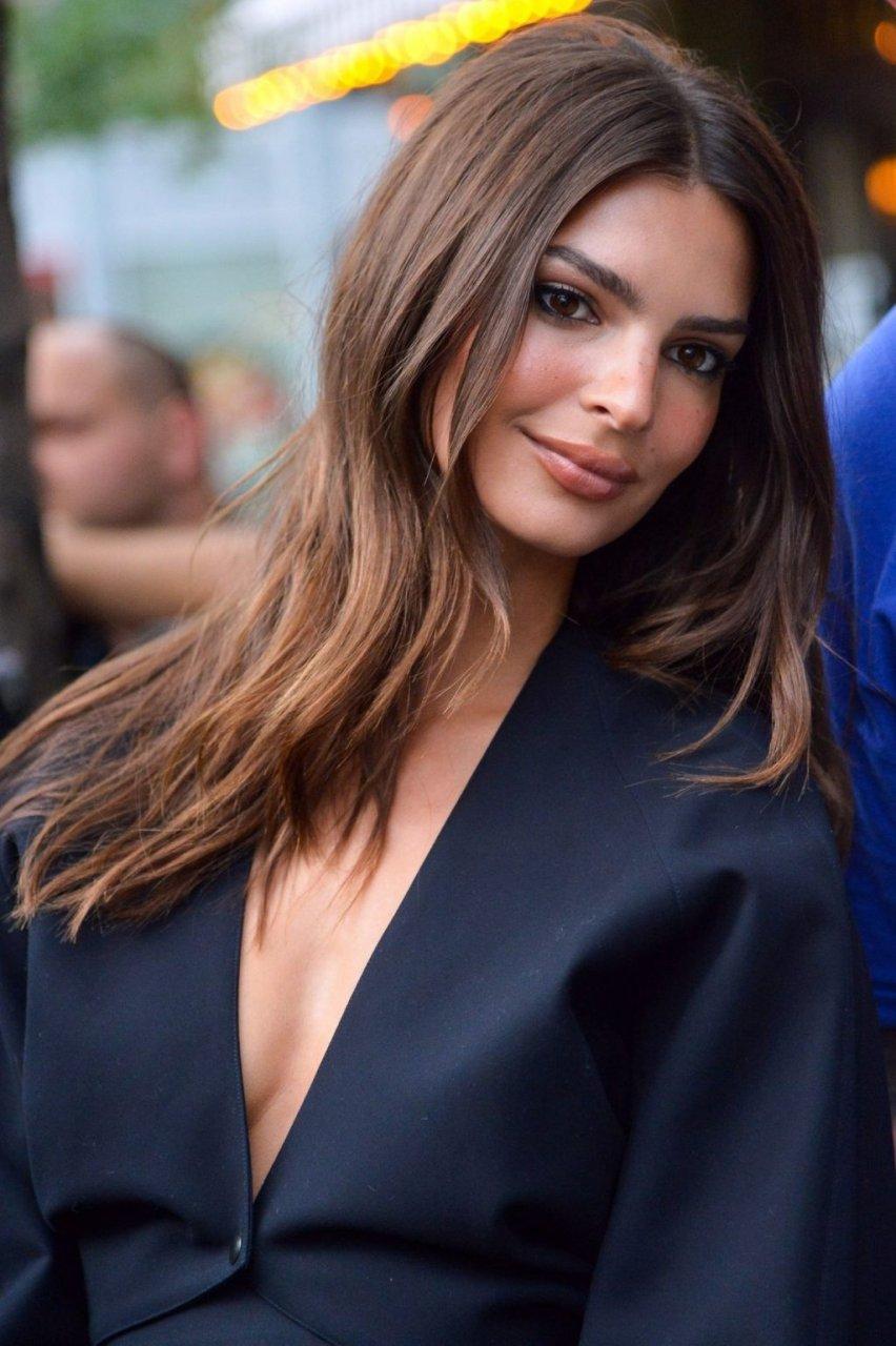Emily Ratajkowski Sexy (42 Photos)