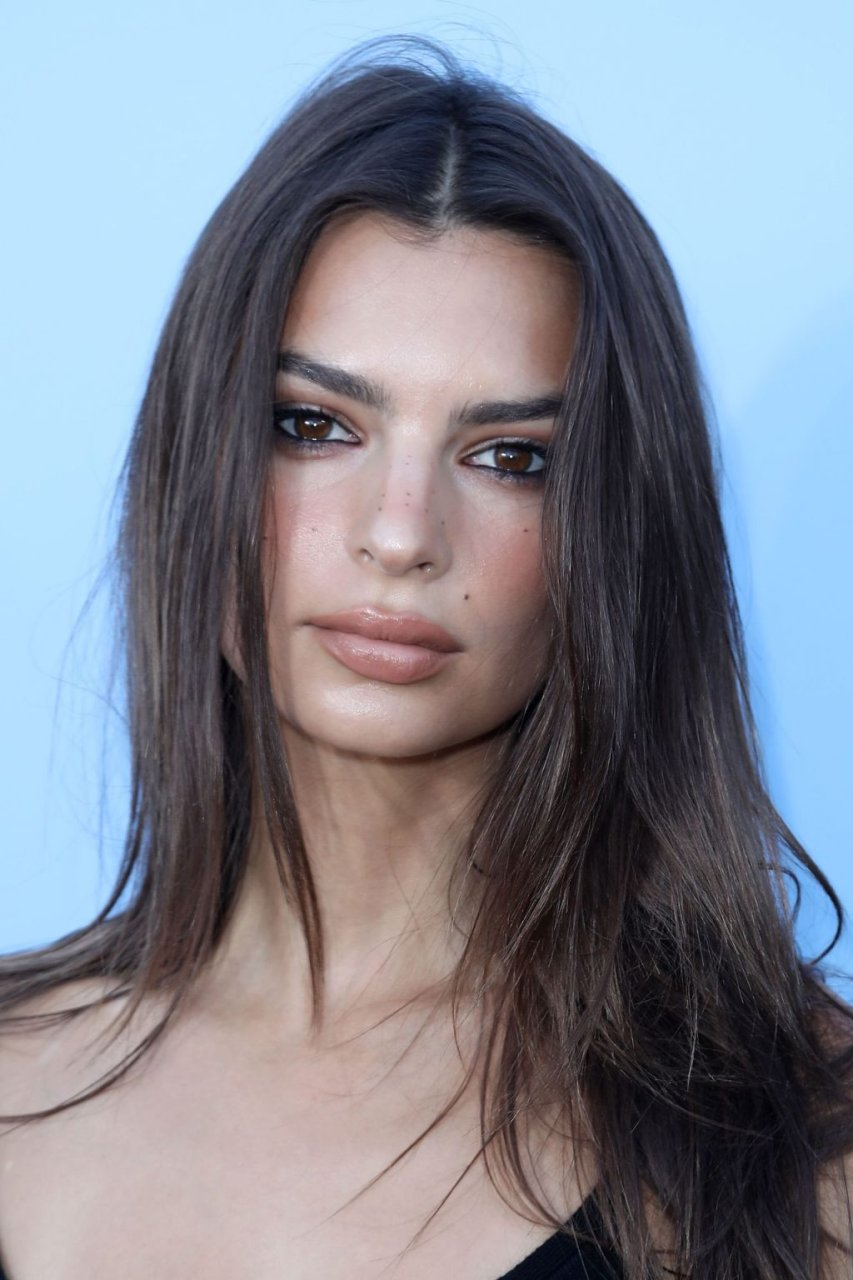 Emily Ratajkowski Sexy (34 New Photos)