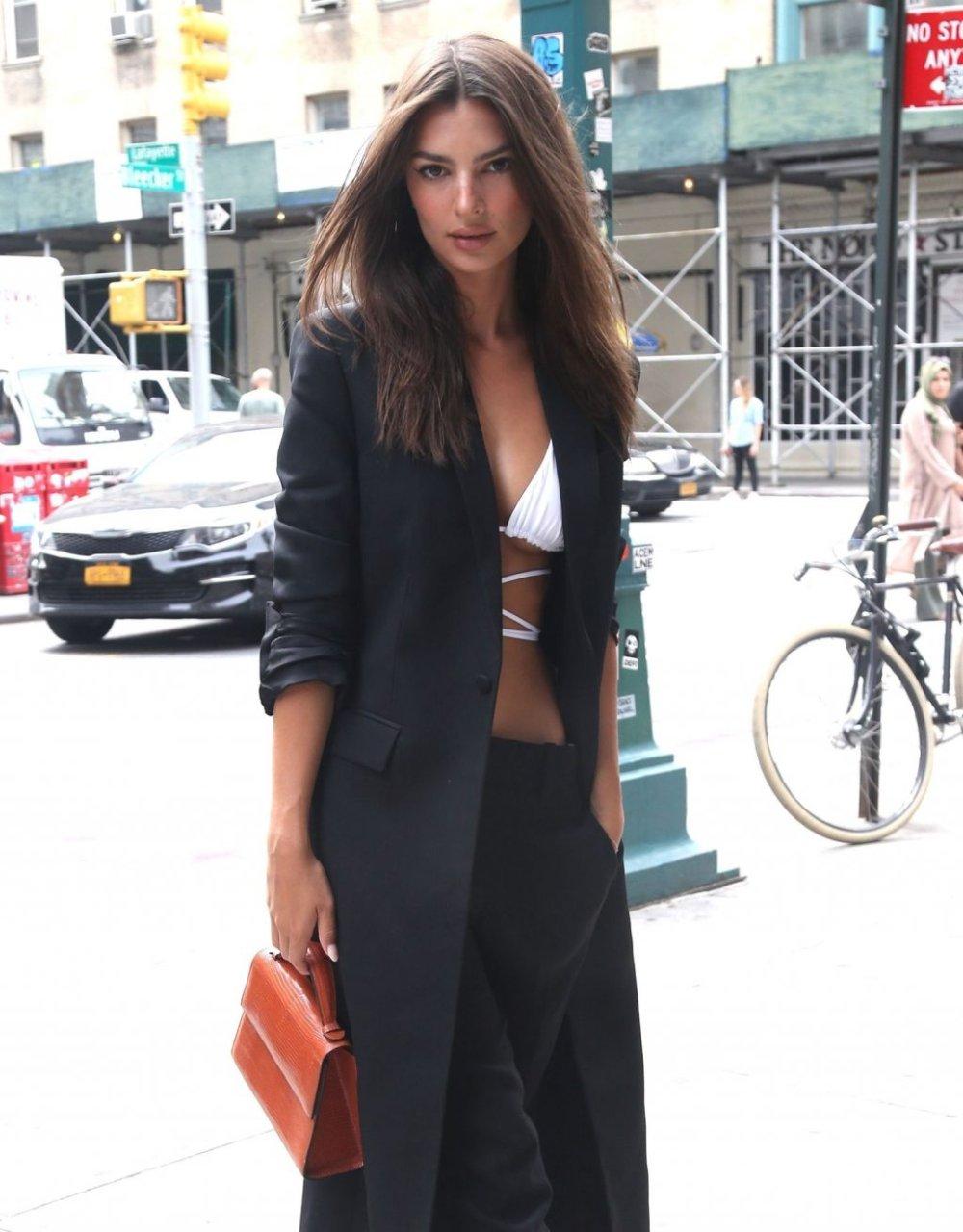 Emily Ratajkowski Sexy (132 Photos)
