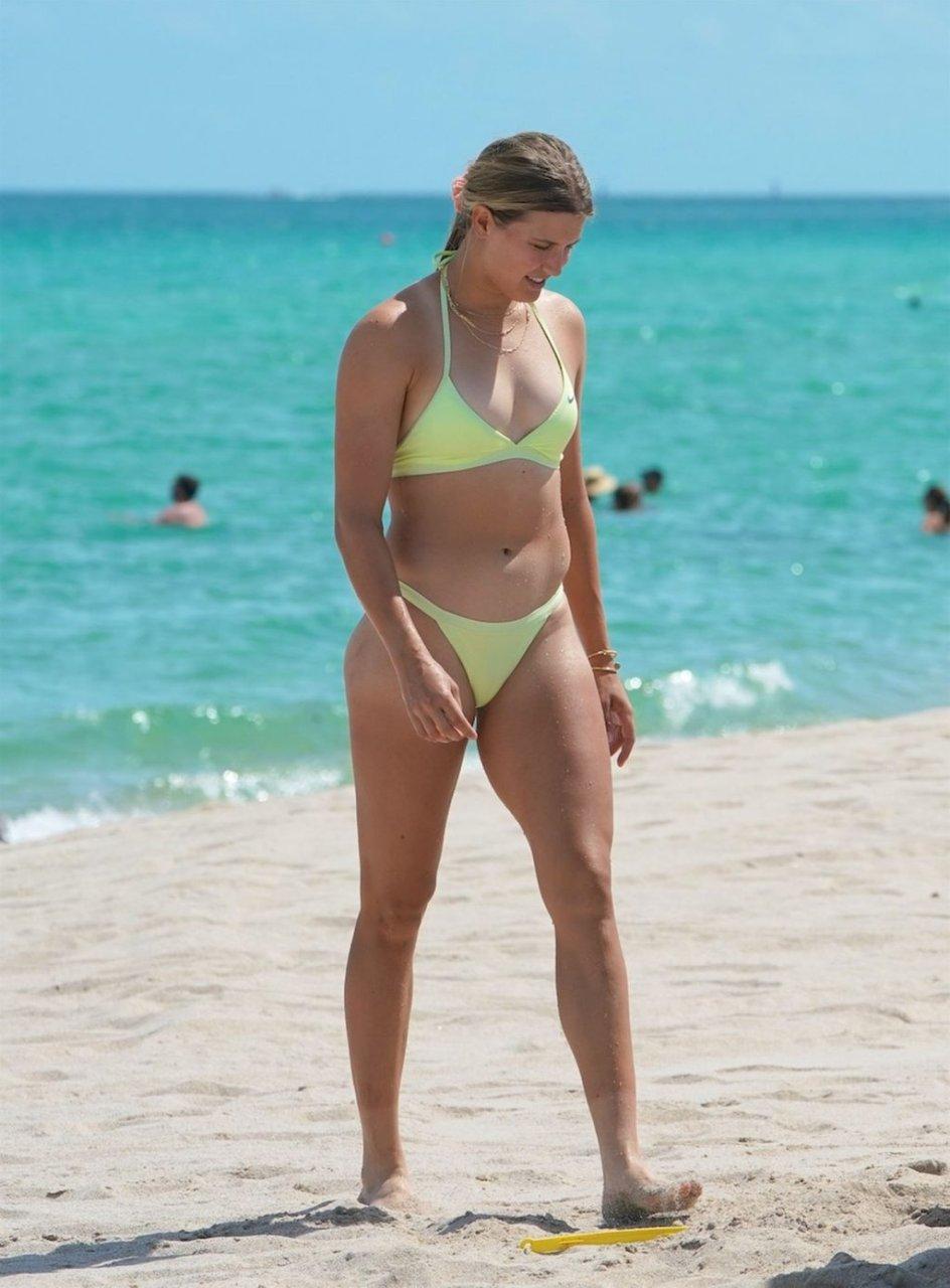 Eugenie Bouchard Sexy (25 Photos)