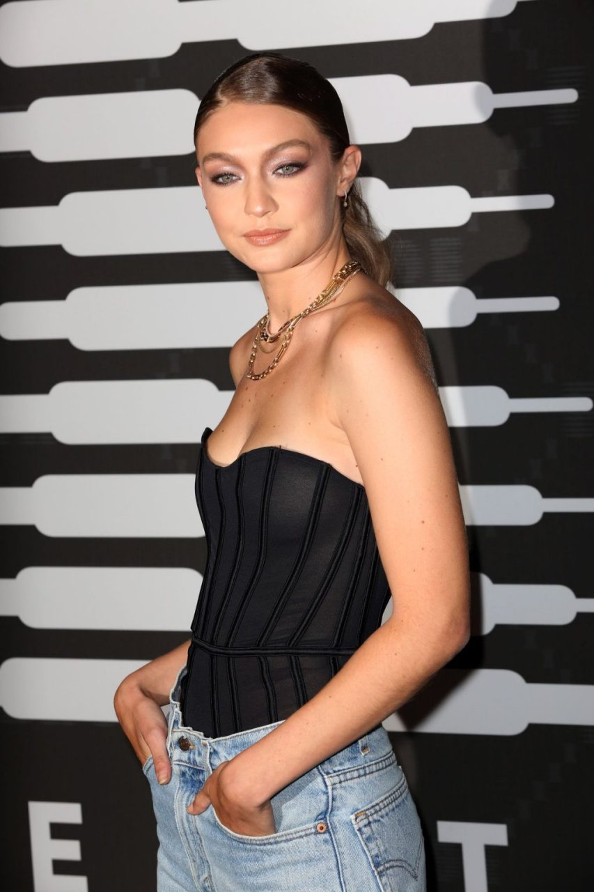 Gigi Hadid See Through (164 Photos)