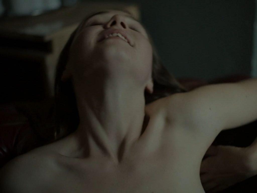 Jessica Barden Nude – Scarborough (6 Pics + GIF & Video)