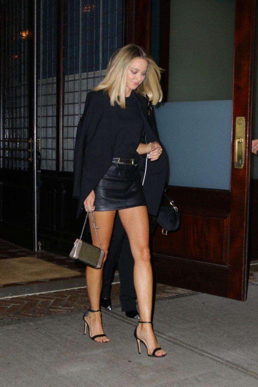 Kaitlynn Carter, Miley Cyrus Sexy (19 Photos)