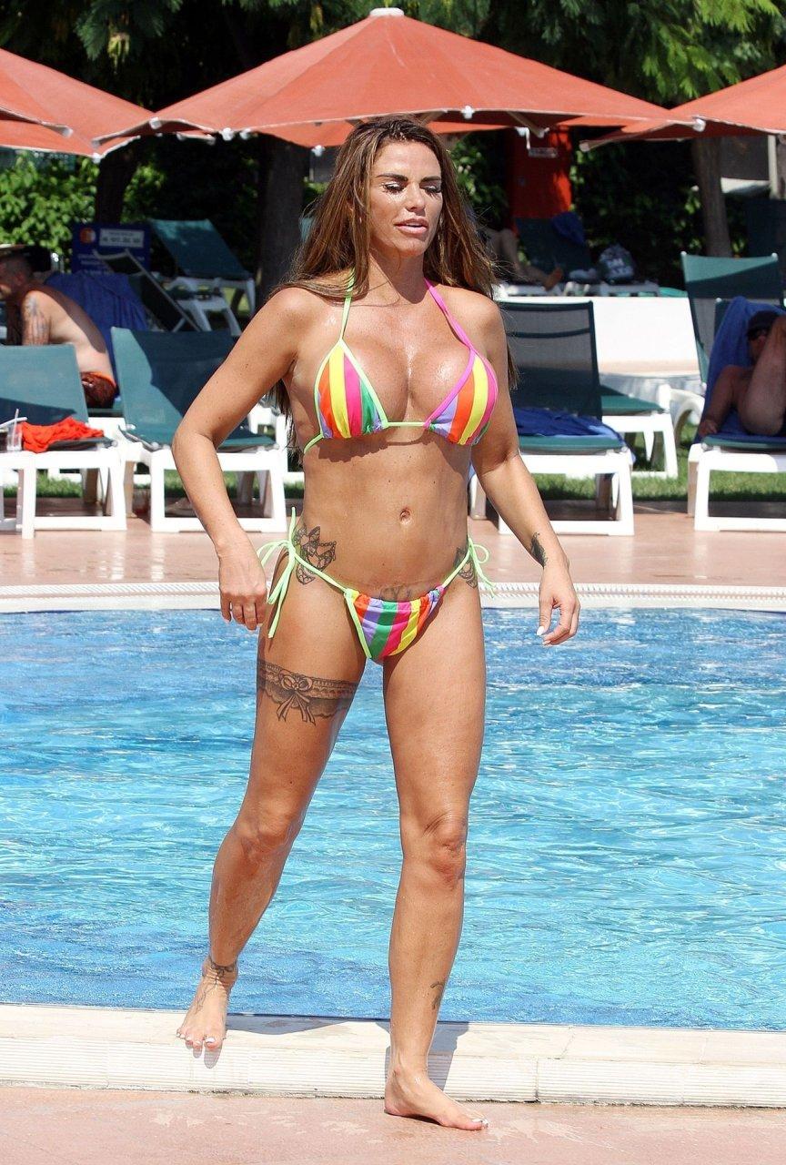 Katie-Price-Nude-Sexy-TheFappeningBlog.com-14.jpg