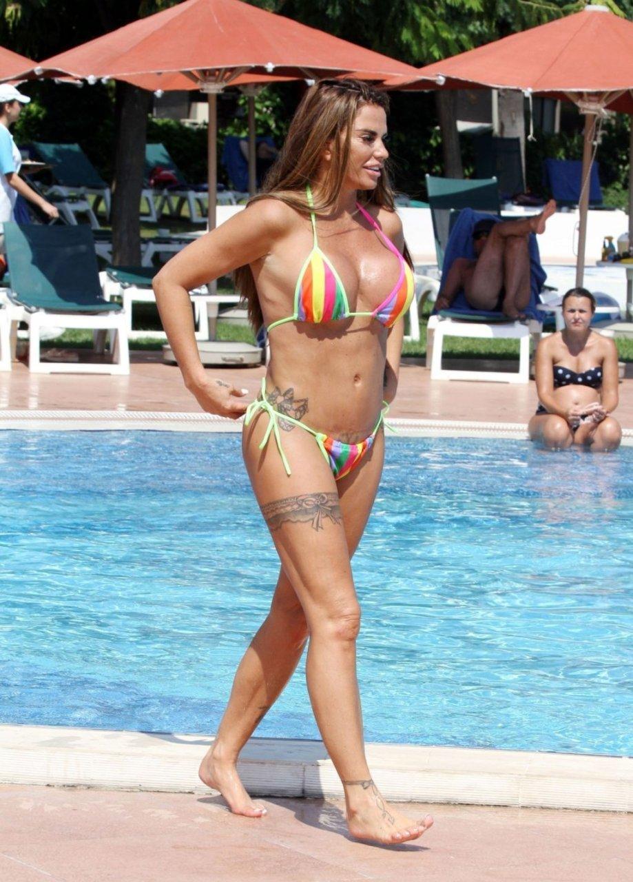 Katie-Price-Nude-Sexy-TheFappeningBlog.com-3-1024x1427.jpg