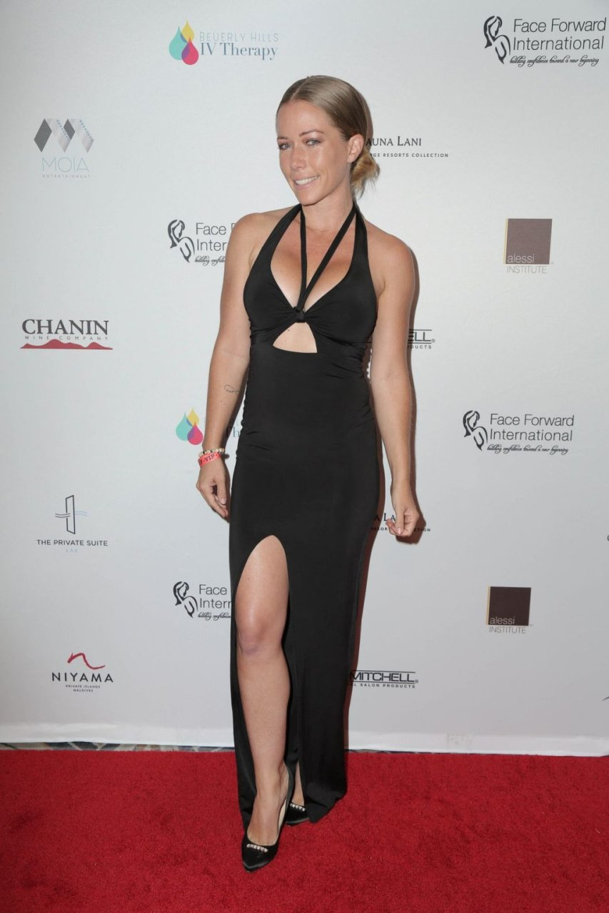 Kendra Wilkinson Sexy (9 Photos)