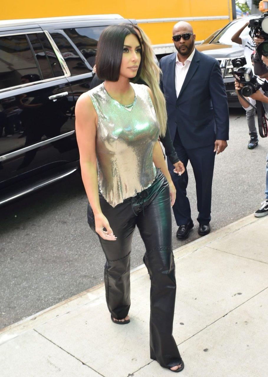 Kim Kardashian Sexy (77 Photos)