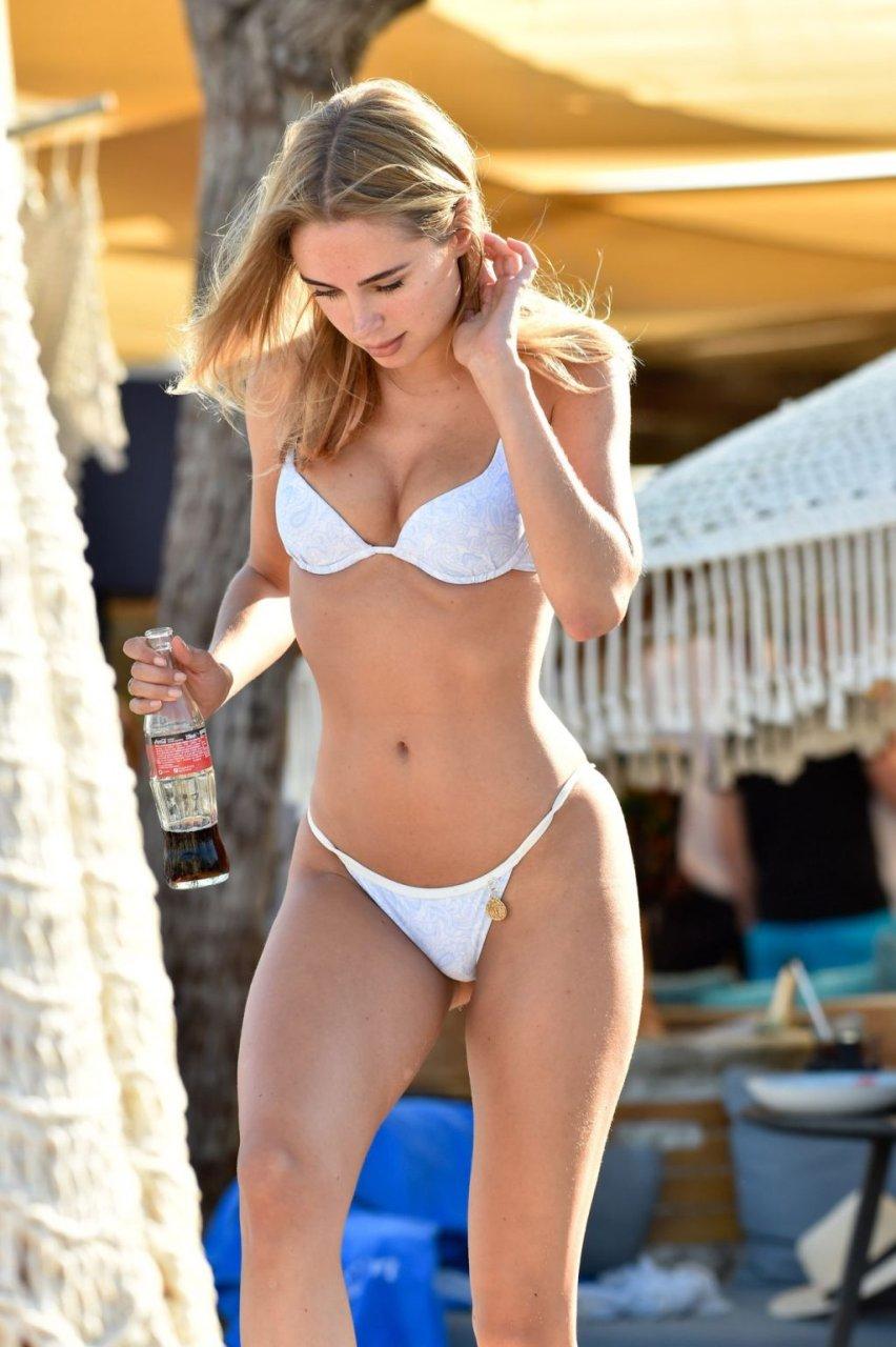 Kimberley Garner Sexy (30 Hot Photos)