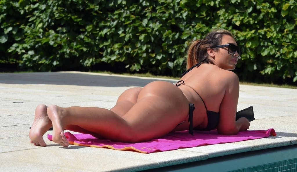 Lauren Goodger Sexy (18 Photos)
