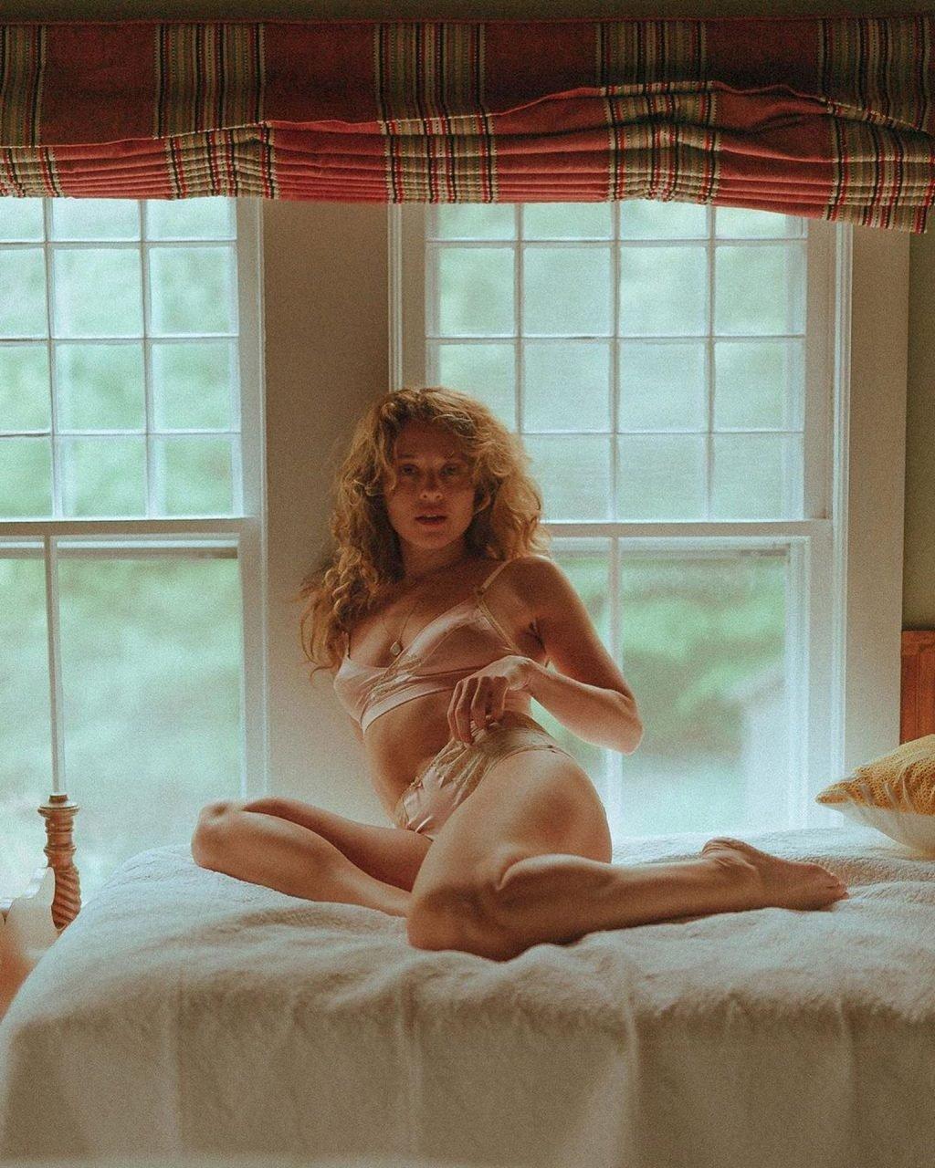Margarita Levieva Nude & Sexy (16 Photos)