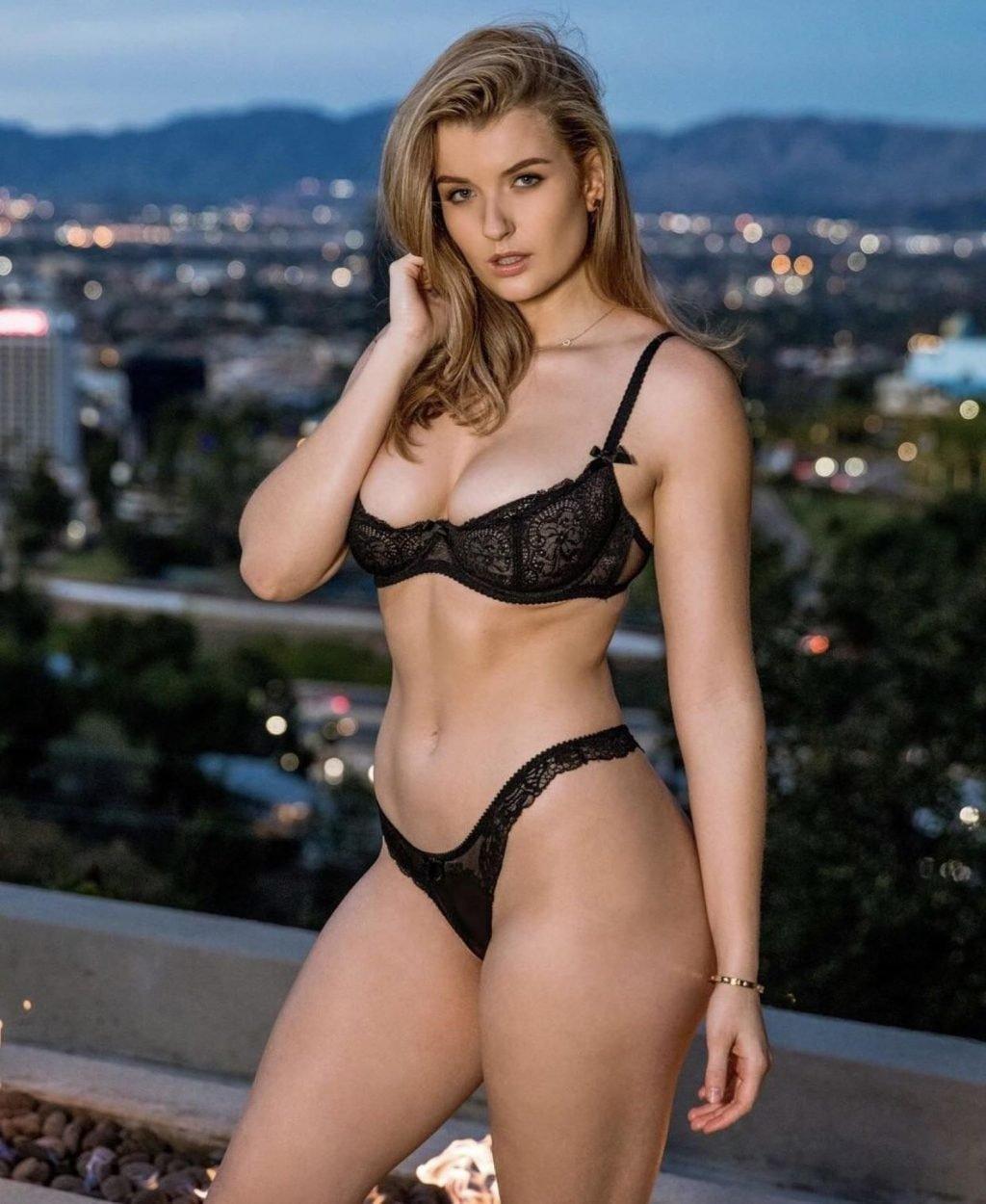 Nude melano Mia Melano