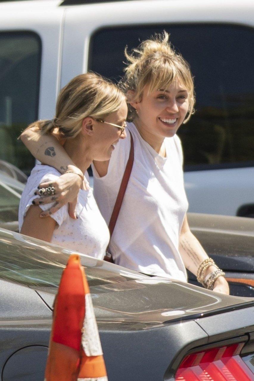 Miley Cyrus, Kaitlynn Carter Sexy (28 Photos)