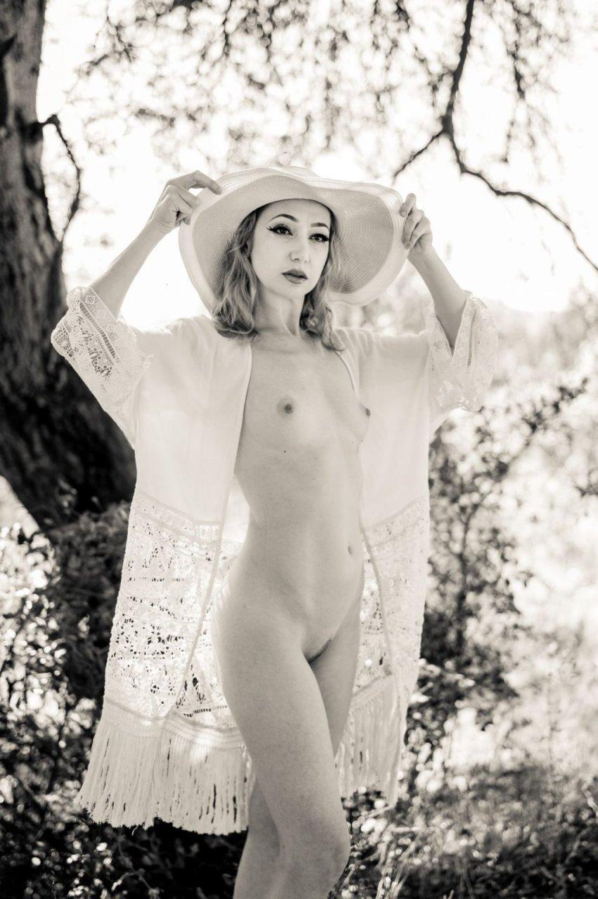 Monica May Nude (27 Photos)