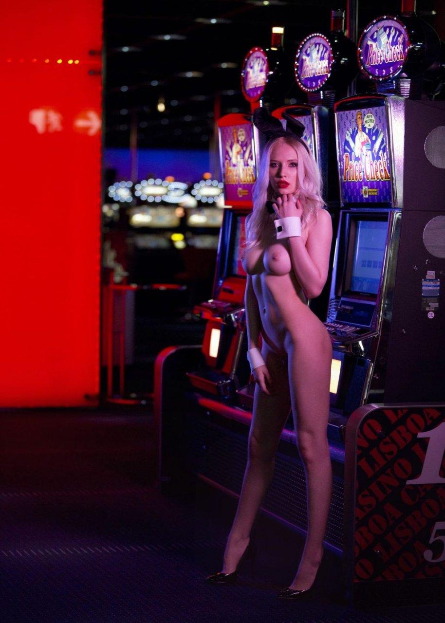 Monica Wasp Nude (24 Photos + GIF & Video)
