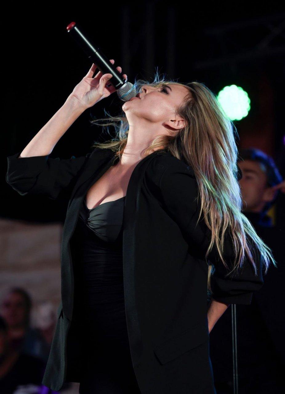 Nadine Coyle Sexy (47 Photos)