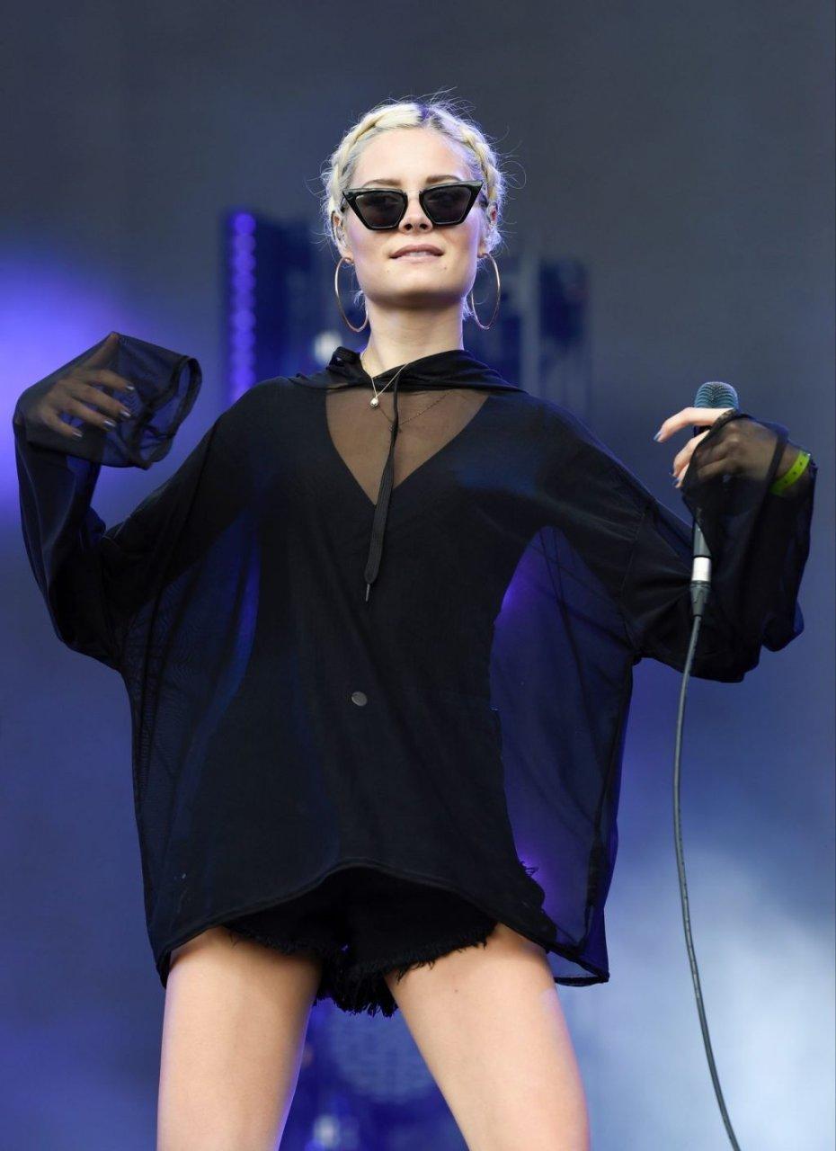 Nina Nesbitt Sexy (38 Photos)