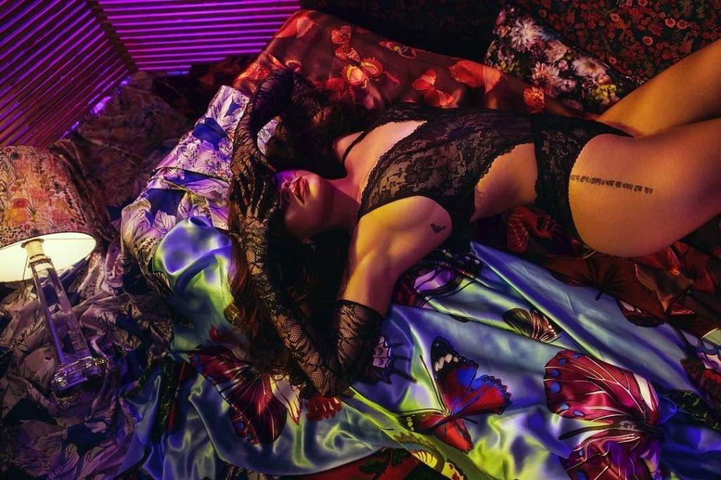 Rihanna Sexy (2 New Pics)