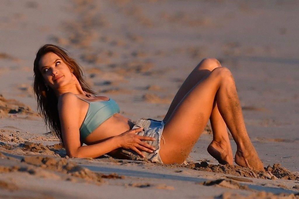 Alessandra Ambrosio Sexy (191 Photos)