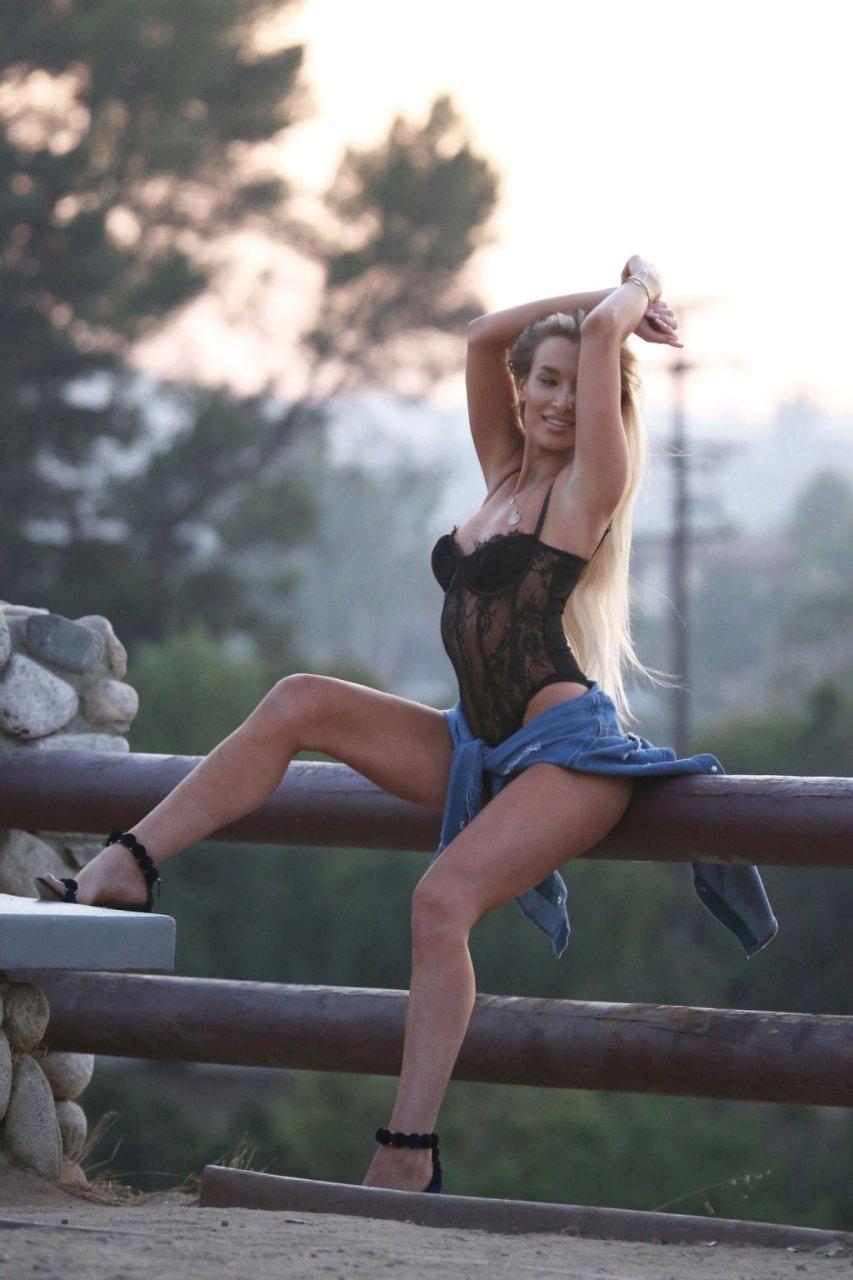 Aubrey Evans Sexy (128 Photos)