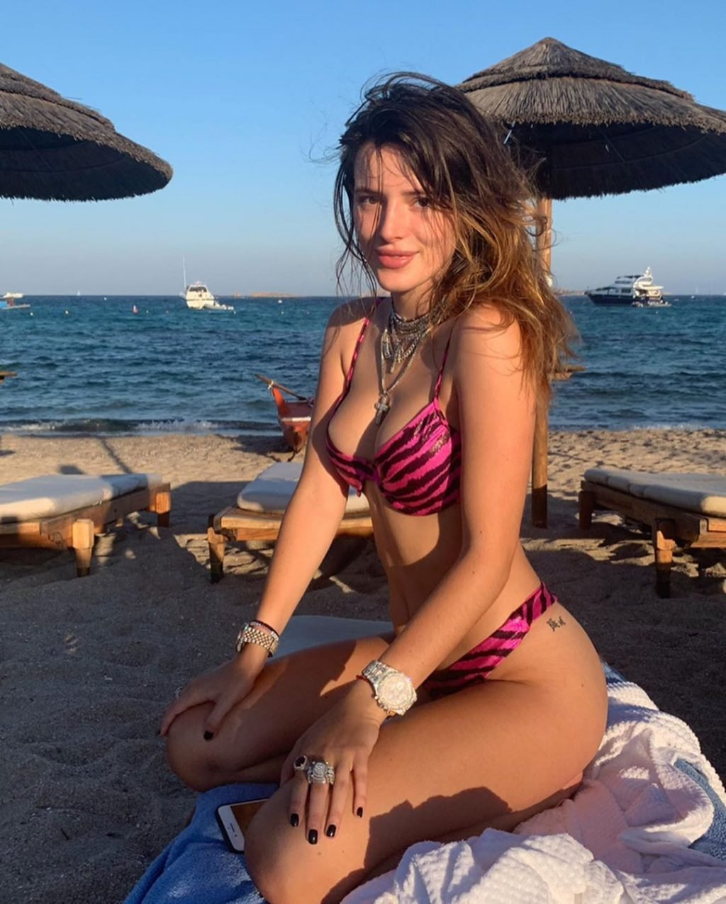Bella Thorne Sexy (127 Pics + Videos)