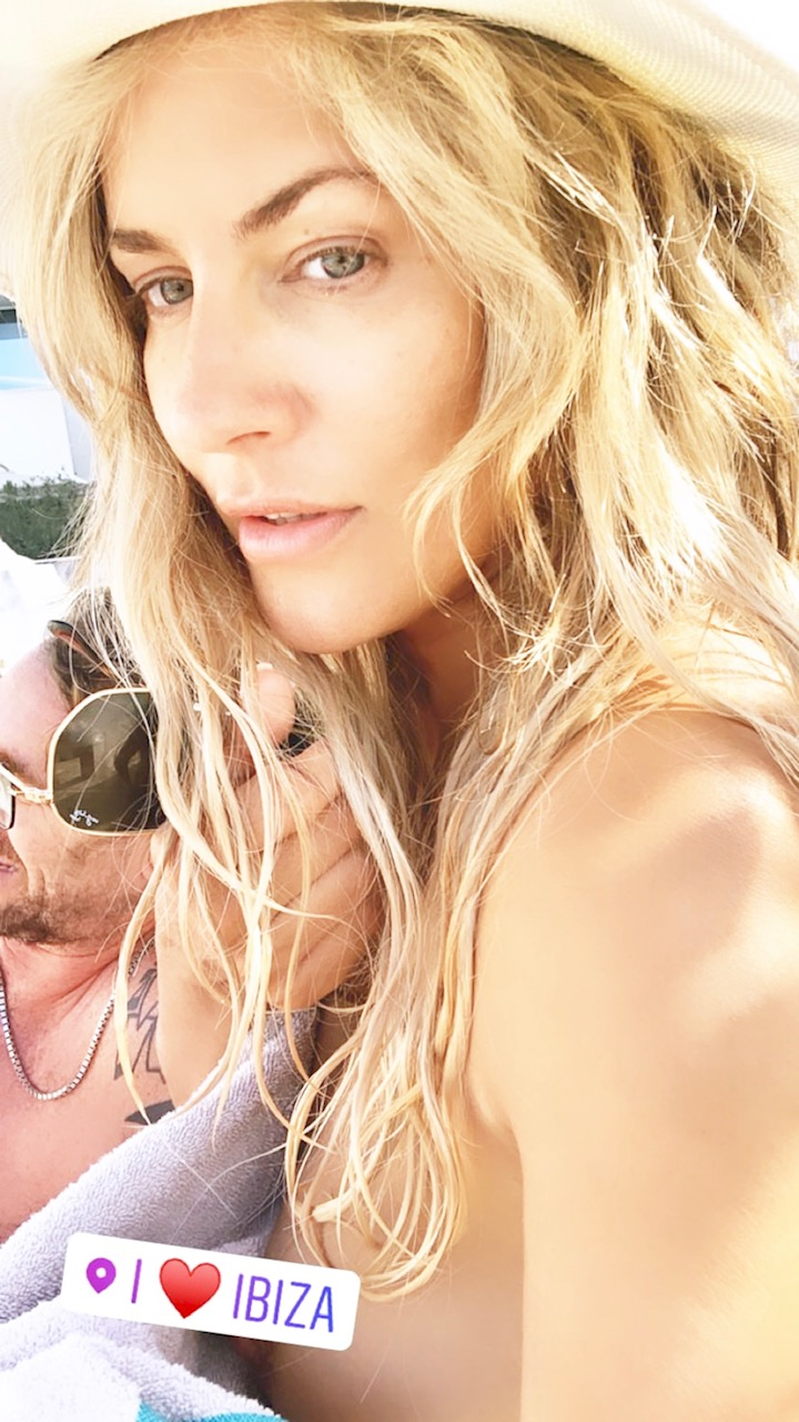 Caroline nude