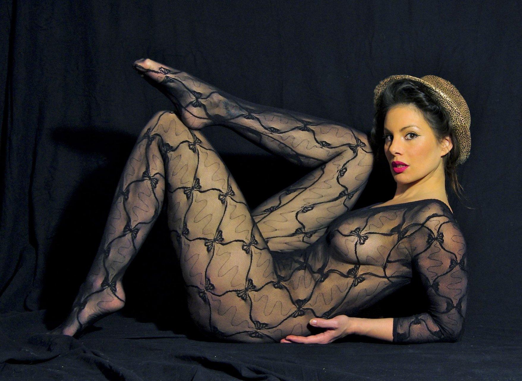 Heger topless angelina Angelina Jolie's