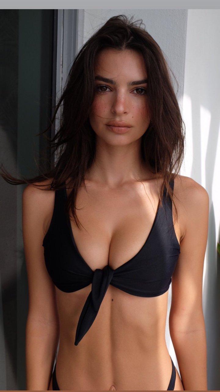 Emily Ratajkowski Hot (4 New Pics)
