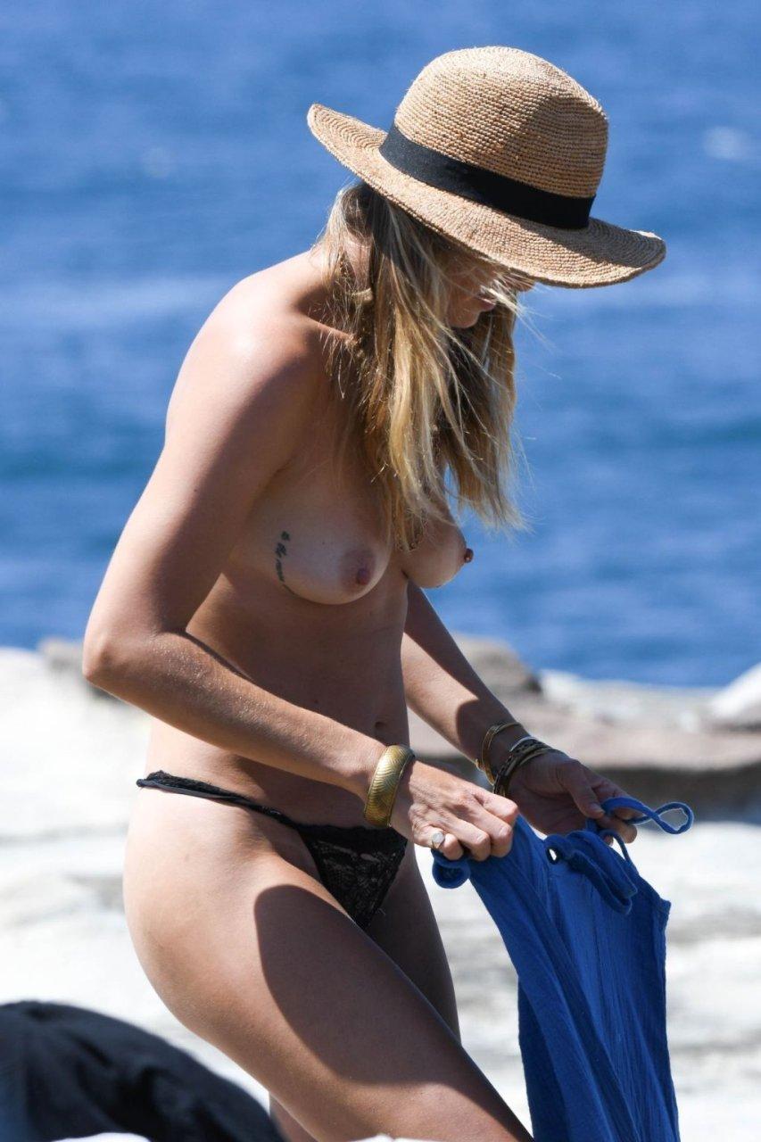 Kendal Schuler Sexy & Topless (56 Photos)