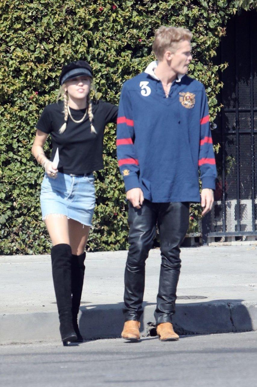Miley Cyrus Sexy (63 Photos)