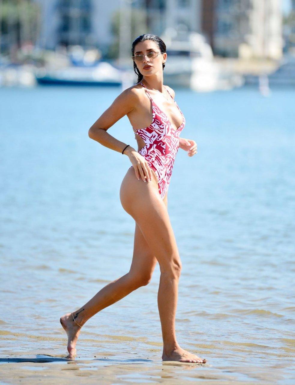 Nicole Williams Sexy (19 Photos)