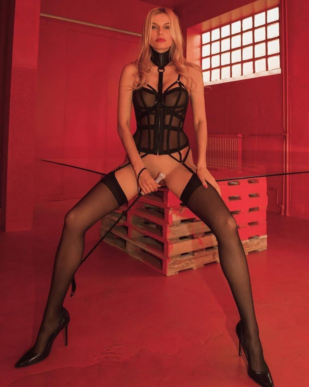 Olga de Mar Nude & Sexy (14 Photos)