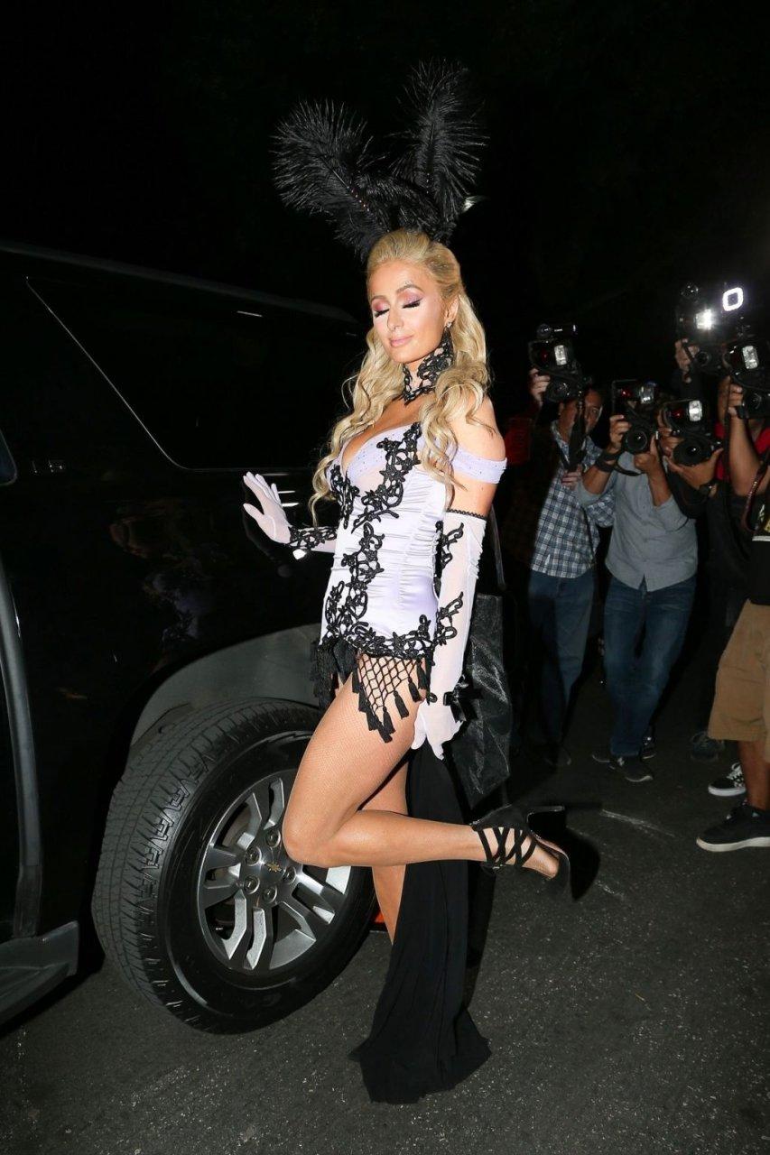 Paris Hilton Sexy (33 Photos)