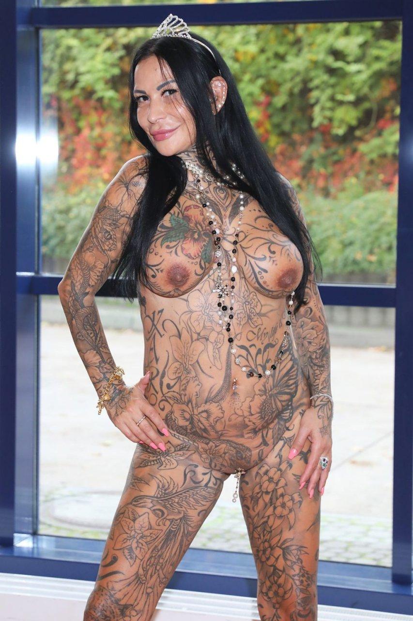 Sileny Nude