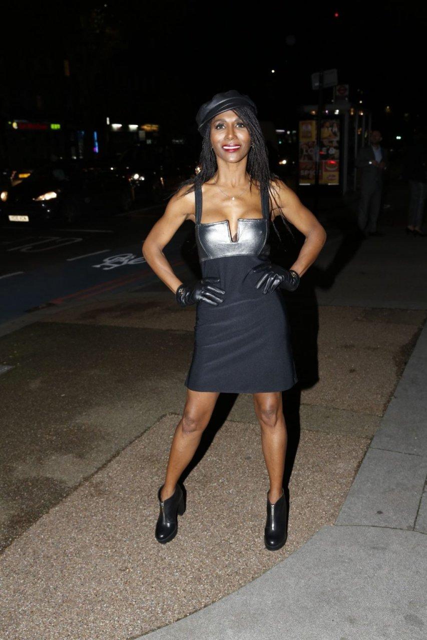 Sinitta Sexy (24 Photos)