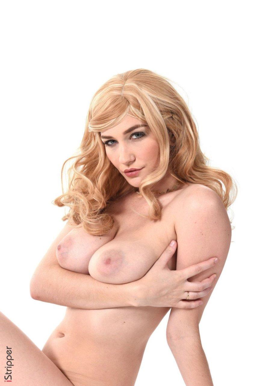 Skye Blue Nude (12 Photos)