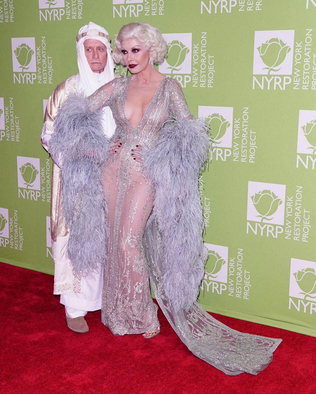 Catherine Zeta-Jones Sexy (15 Photos)