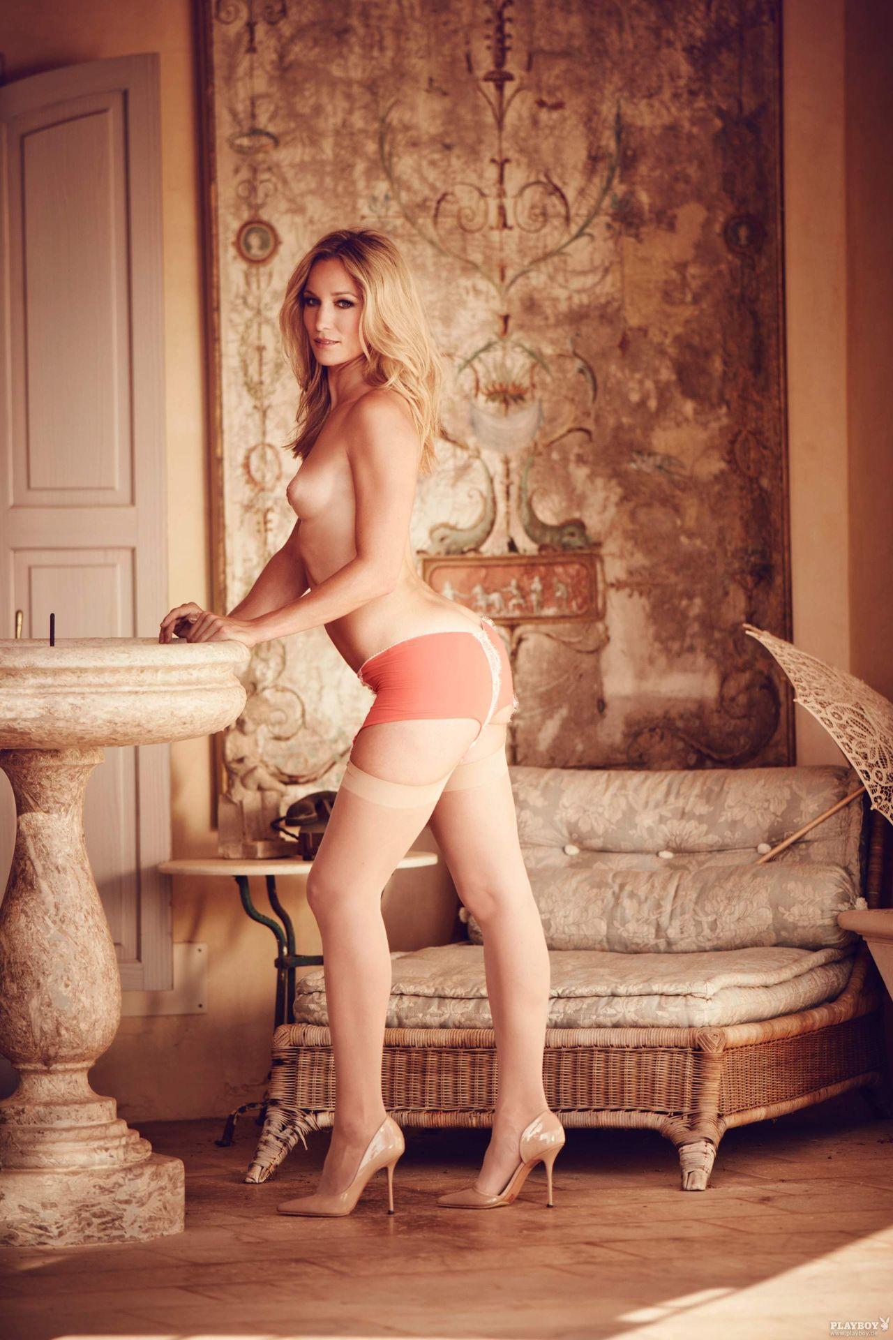 Nackt Christine Caraer  Hannah Spearritt