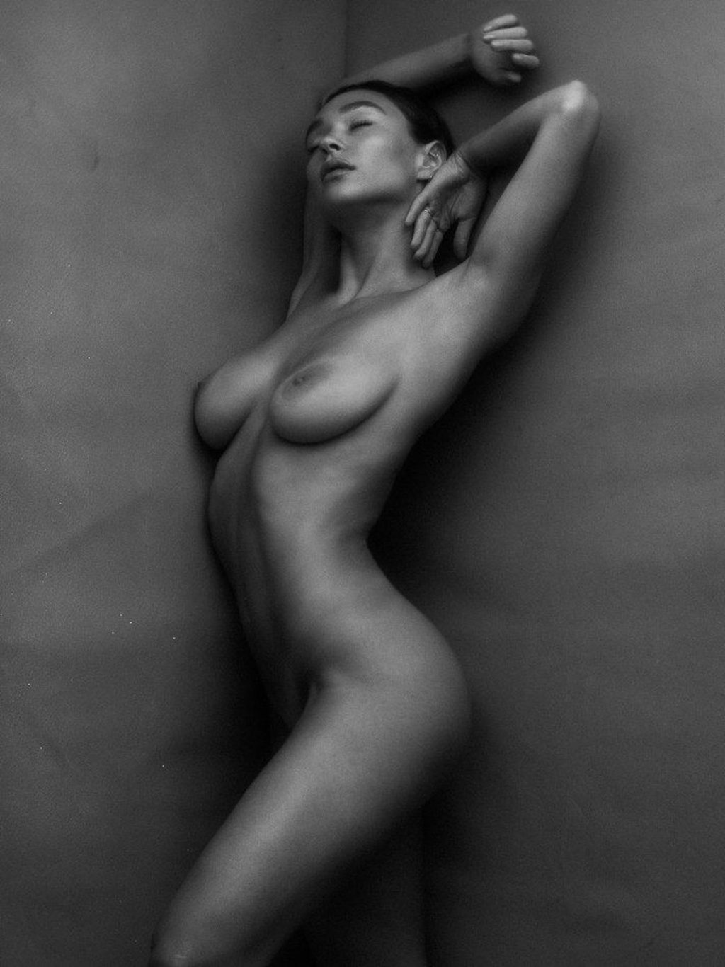 Emma Isabella Holley Nude (50 Photos + Video)