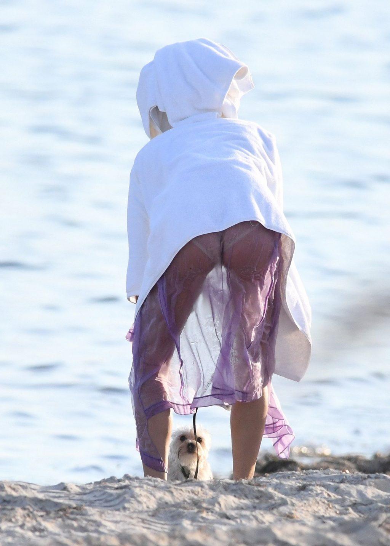 Hailey Bieber's Butt (29 Photos)