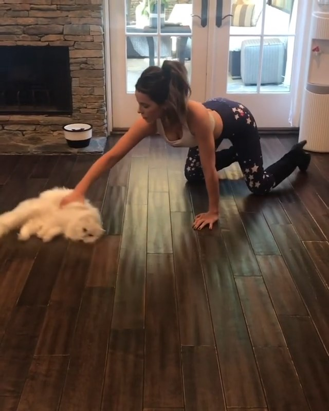 Kate Beckinsale Cleaning Her Pussy (12 Pics + Video)