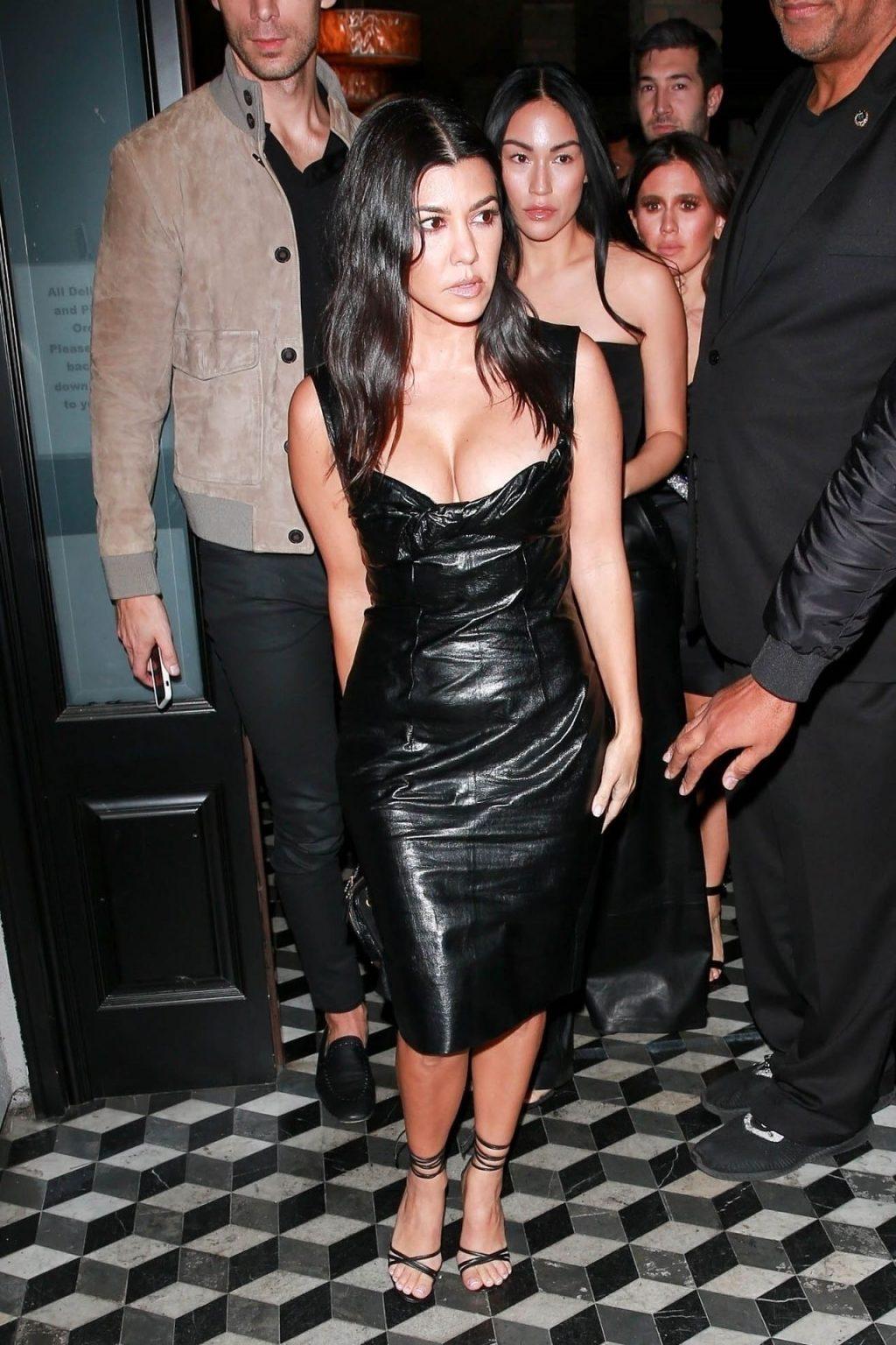 Kourtney Kardashian Sexy (27 Photos)