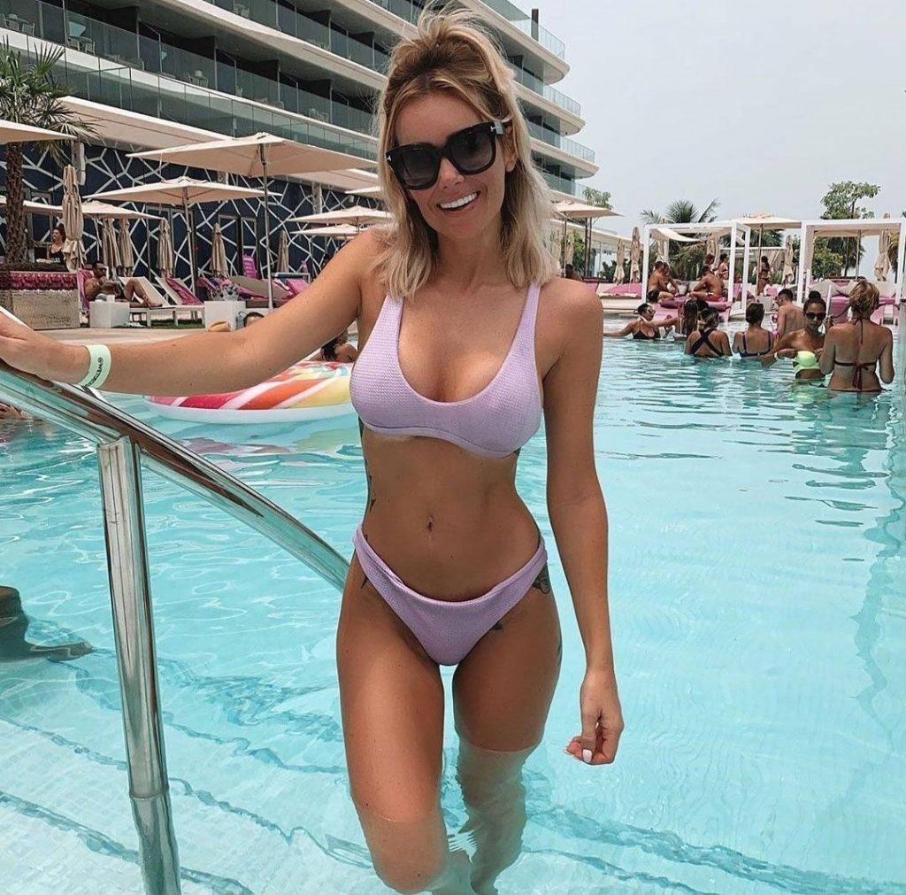 Laura Anderson Sexy (41 Photos)