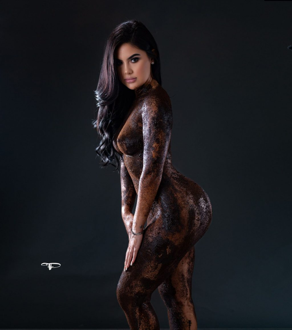 Lauren Victoria Nude & Sexy (40 Photos)