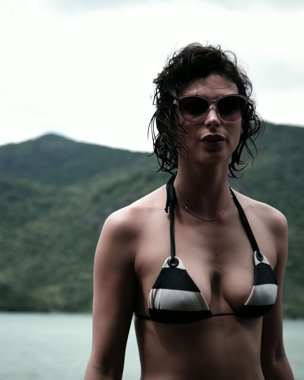 Morena Baccarin Sexy (1 Photo)