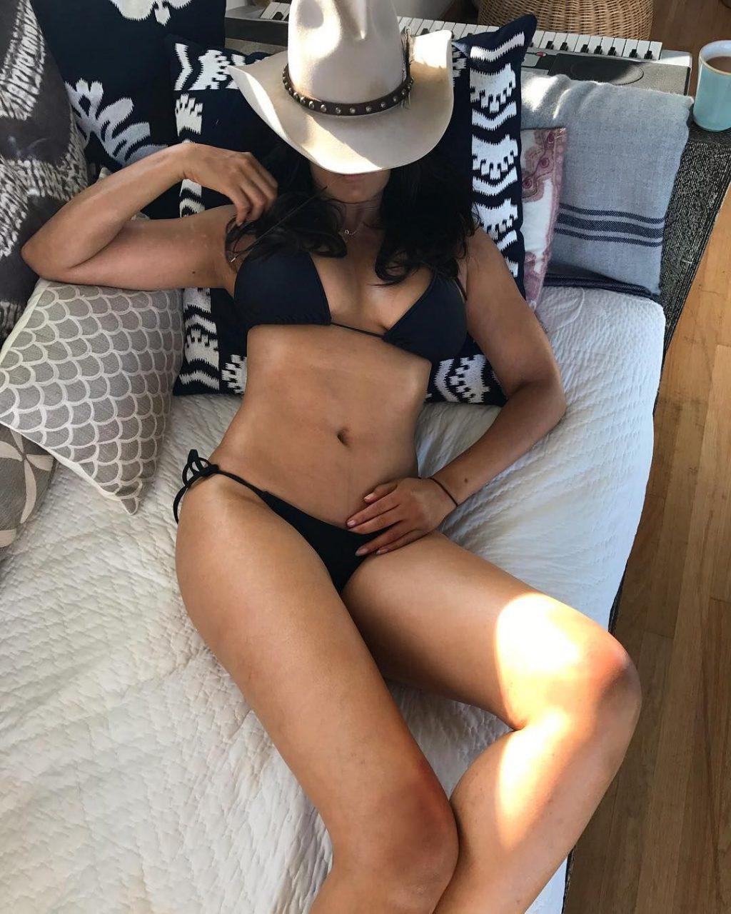 Padma Lakshmi Sexy & Topless (83 Photos)