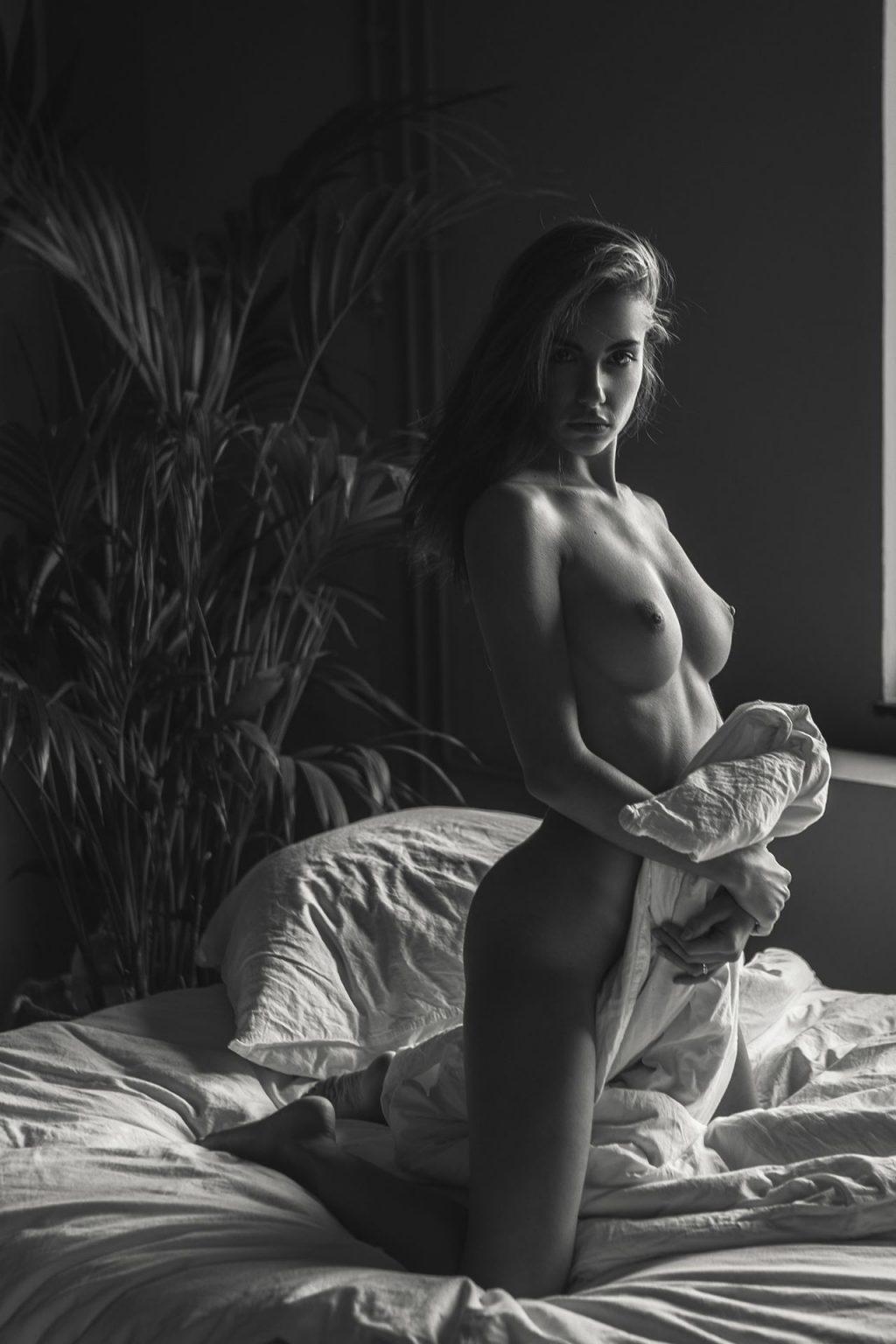 Rebecca Bagnol Nude (36 Photos)
