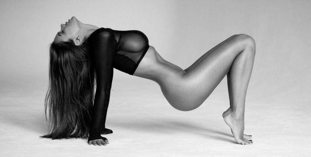 Viki Odintcova Nude (2 Photos)