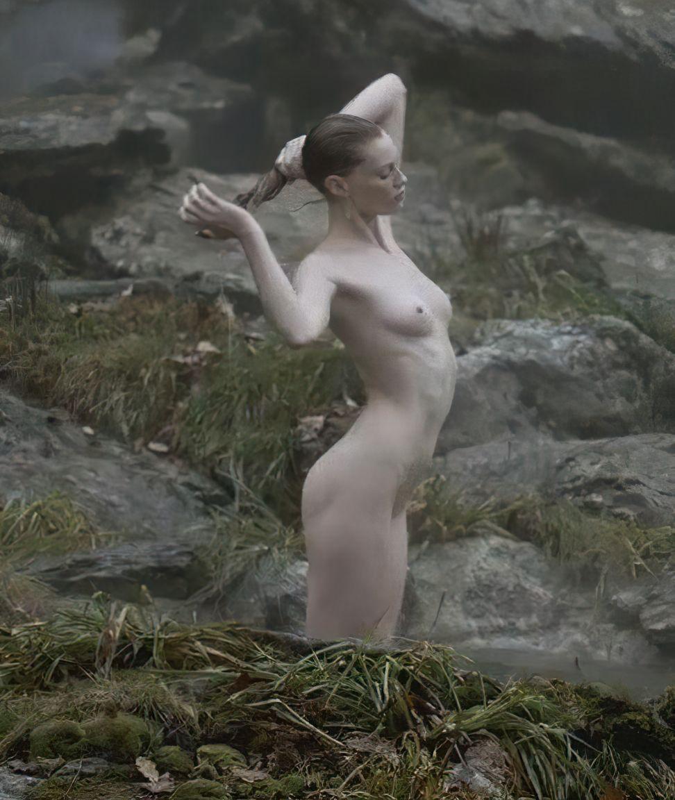 Sarah Sutherland Nude