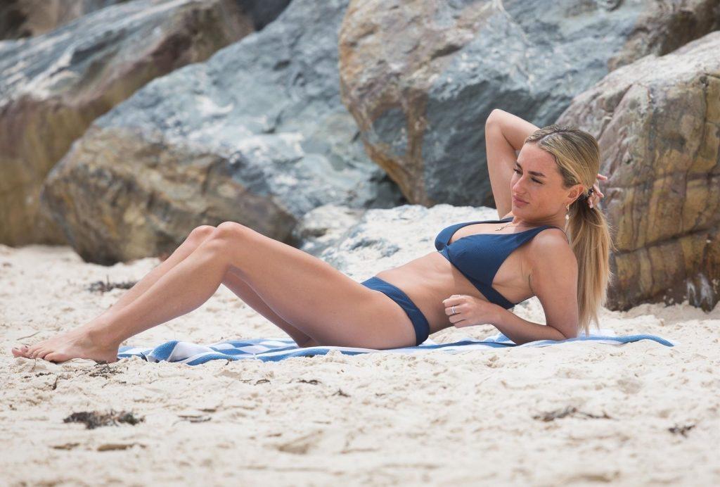 Amber Davies Sexy (54 Photos)