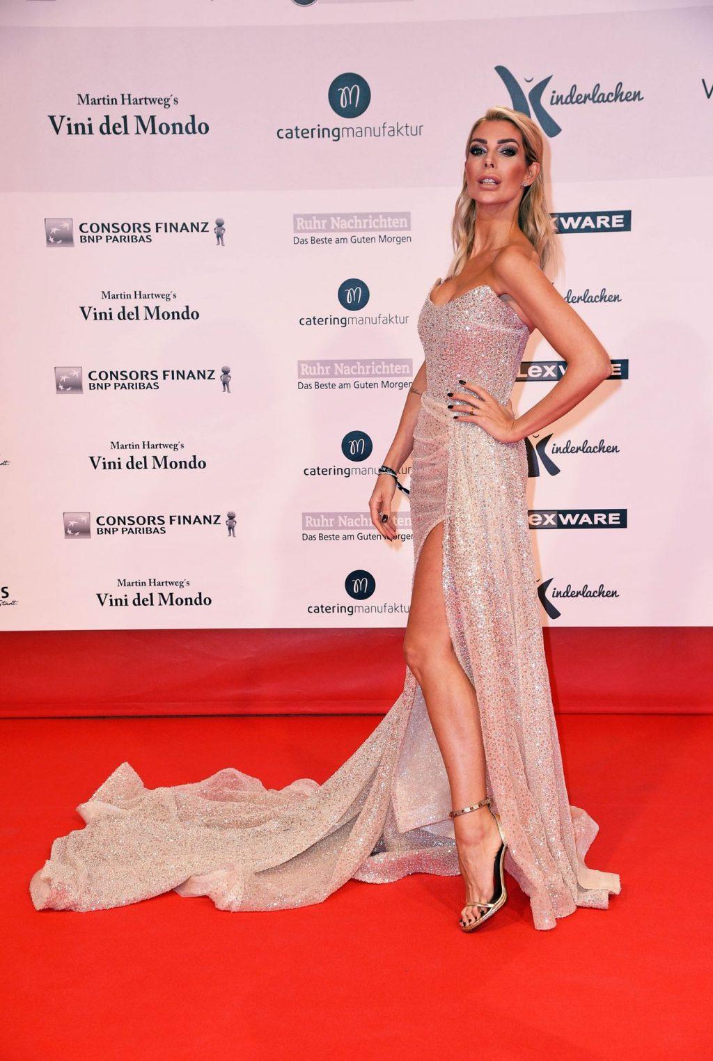 Annika Gassner Sexy (14 Photos)